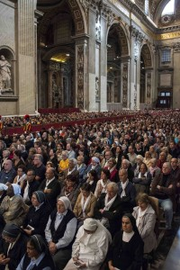The congregation gathered during the final Mass of the Synod on the family - Photo Fiona Basile